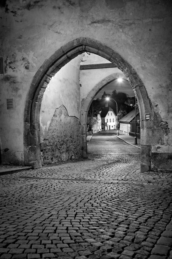 Nežárecká-brána-2